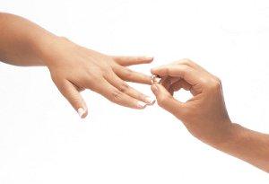Как правильно выбрать обручальное кольцо из золота